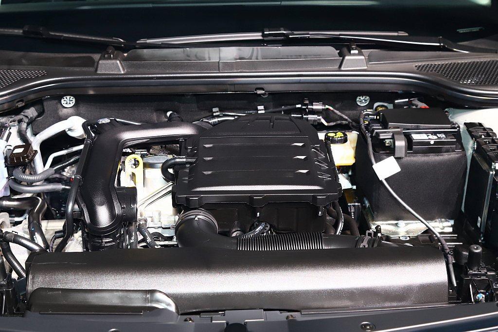 1.0 TSI擁有110hp最大馬力、20.4kgm最大扭力,0-100km/h...