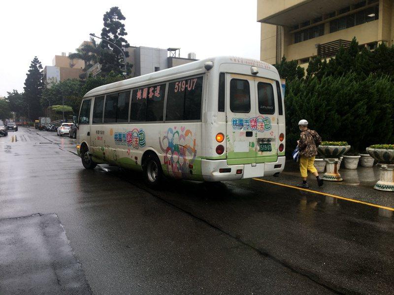 桃園市原有88條免費公車「樂活巴」路線,陸續裁撤17條路線後,桃園市區汽車客運審議委員會日前通過23條樂活巴轉型為市區公車收費路線。記者張裕珍/攝影