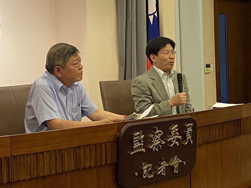 監察委員趙永清(左)、高涌誠(右)對北市府開發社子島案提出糾正案。記者蔡晉宇/攝影