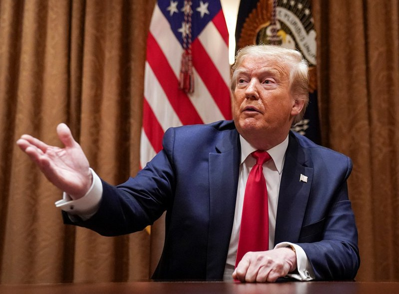 美國總統川普形容台灣為筆尖,中國是超大硬辦公桌。路透