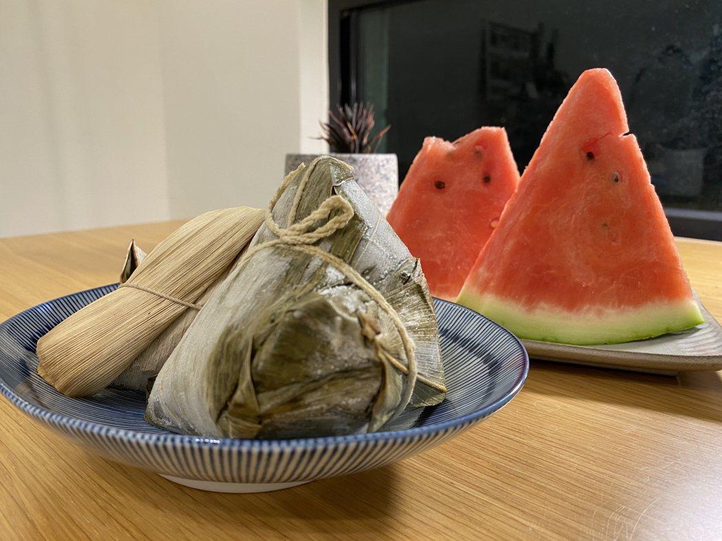 醫師建議吃完粽子要避免食用冰啤酒、冰飲料、冰淇淋或是偏生冷的水果,如西瓜、哈密瓜...