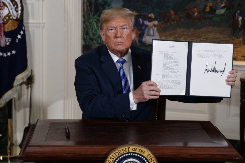 根據美國前國安顧問波頓新書,美國總統川普曾指台灣像是他簽署文件的那支麥克筆的筆尖。美聯社