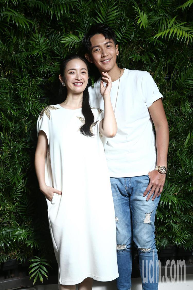 柯震東(左)與林依晨(右)演出電影《打噴嚏》,最終定檔在7月15日,暑假第一天在...