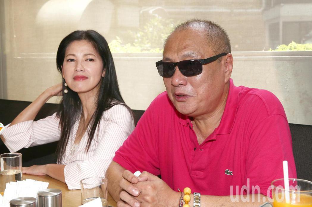 女星陳明真(左)與製作人伍宗德(右)拍攝公益短片「願有情」受訪。記者蘇健忠/攝影