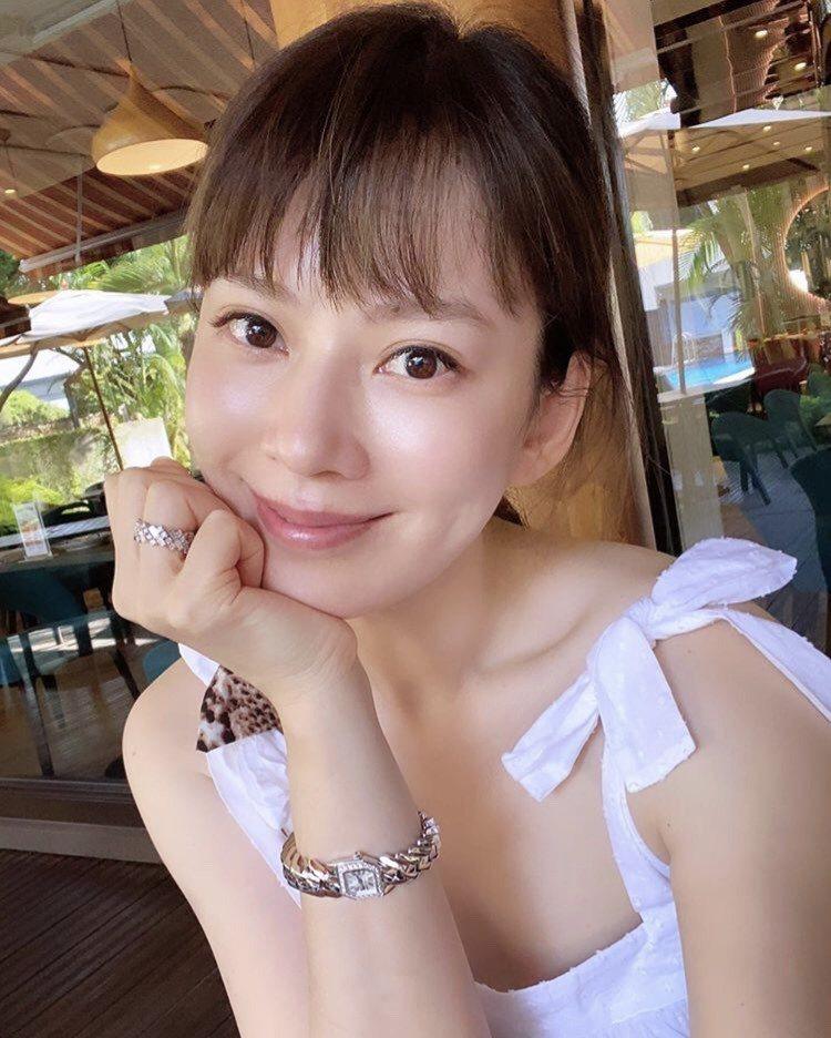 時尚媽咪Melody在IG上發自拍照,配戴卡地亞新表Maillon de Car...