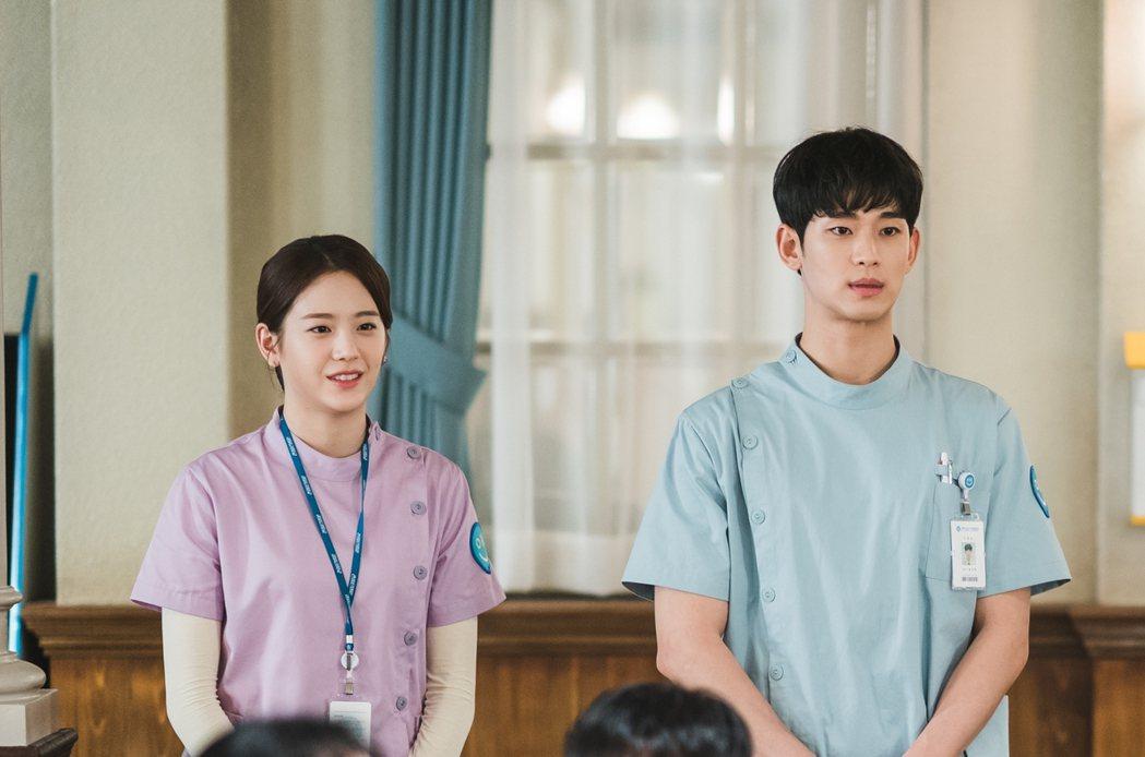 朴珪瑛(左)在劇中暗戀金秀賢。圖/Netflix提供