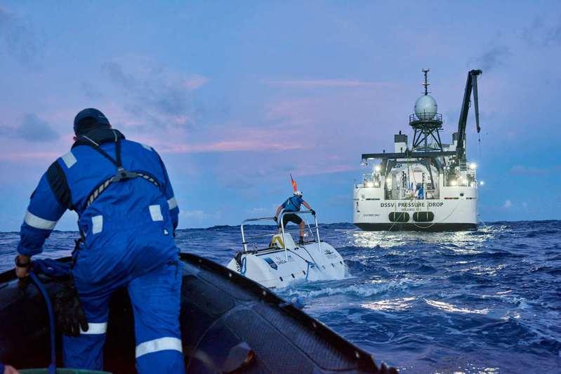 從2019年開始,載人潛水深入世界五大洋的計畫,正由探險家Victor Vescovo與OMEGA共同展開。圖/OMEGA提供。