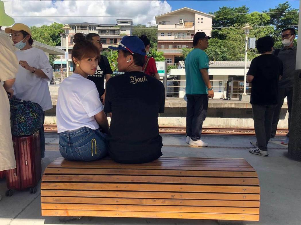 吳宗憲昨天才在臉書跟吳姍儒發感嘆文,今天就面對二女兒被求婚的驚喜。圖/吳宗憲臉書