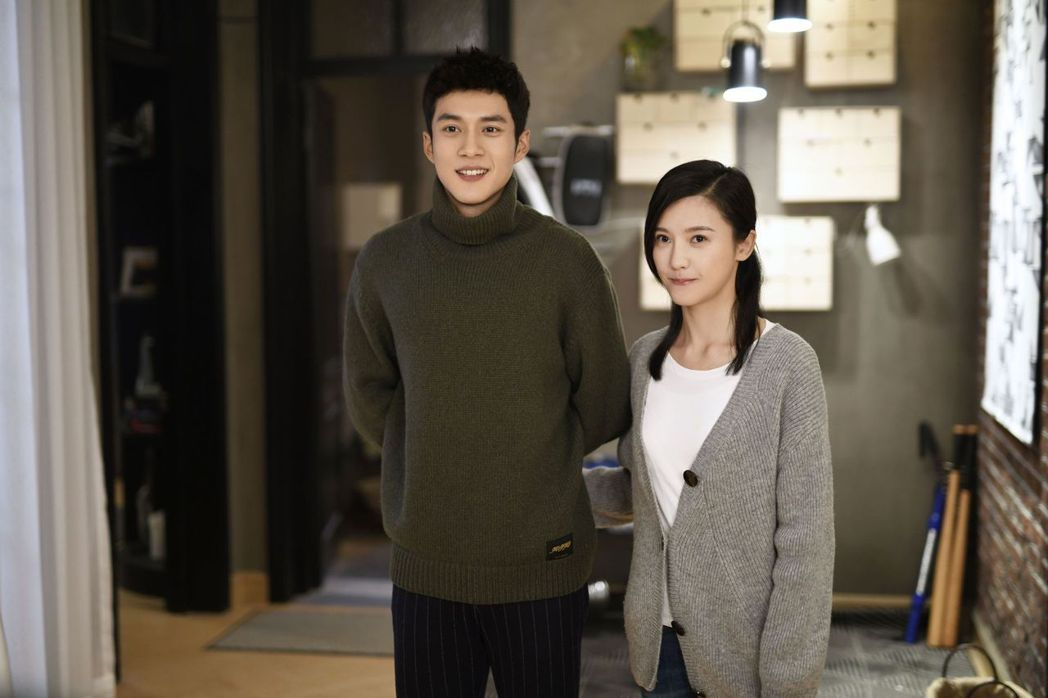韓東君(左)、楊子姍在戲中因家庭背景懸殊,情路走得辛苦。圖/中天娛樂台提供