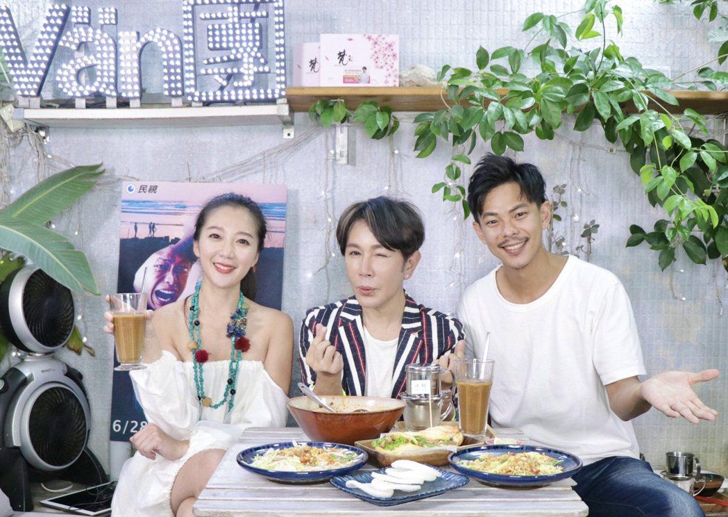 孫綻(右起)、李相林上梵緯的直播節目宣傳新戲。圖/民視提供