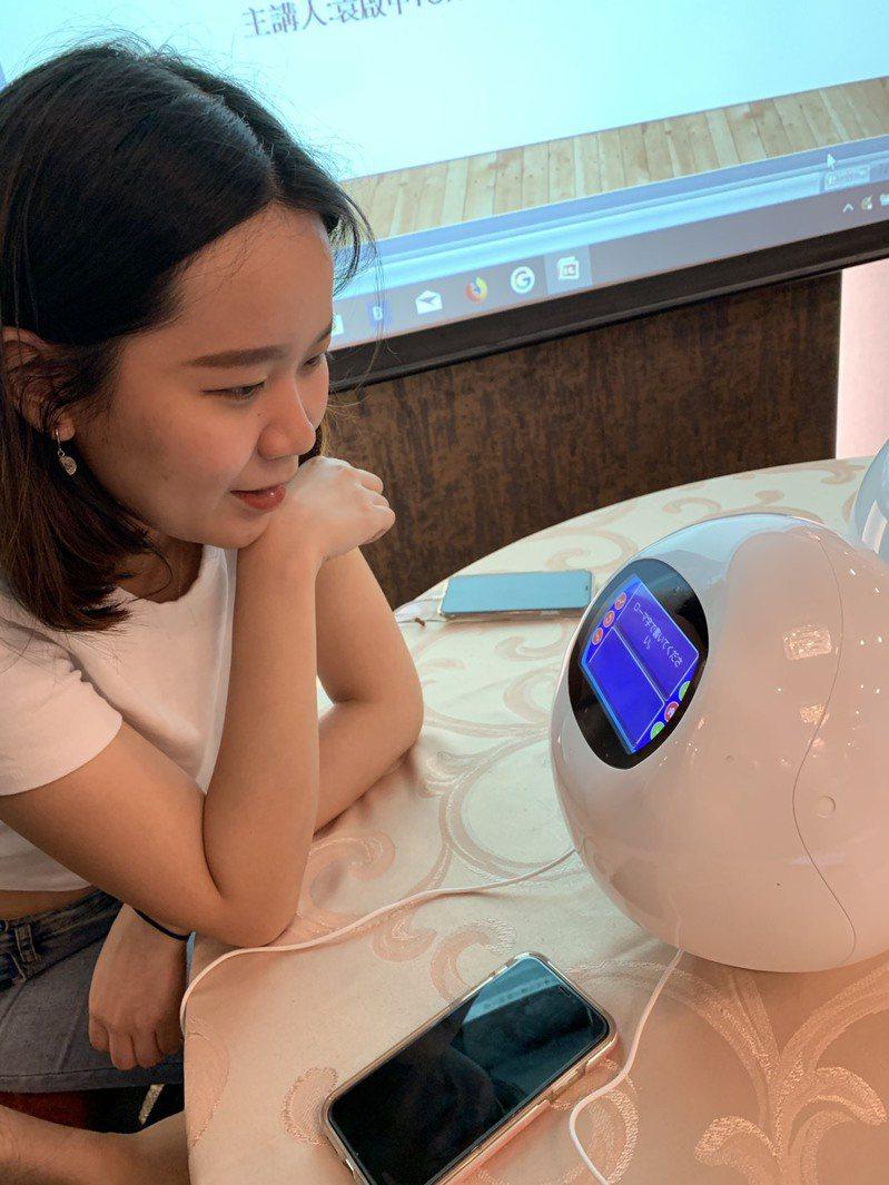 元智引進聊天機器人當外語助教 24小時都可練日文-TAPIA