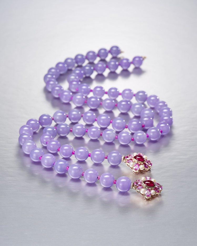 天然紫翡翠配彩色寶石及鑽石珠鍊,估價約250萬港元起。圖/邦瀚斯提供