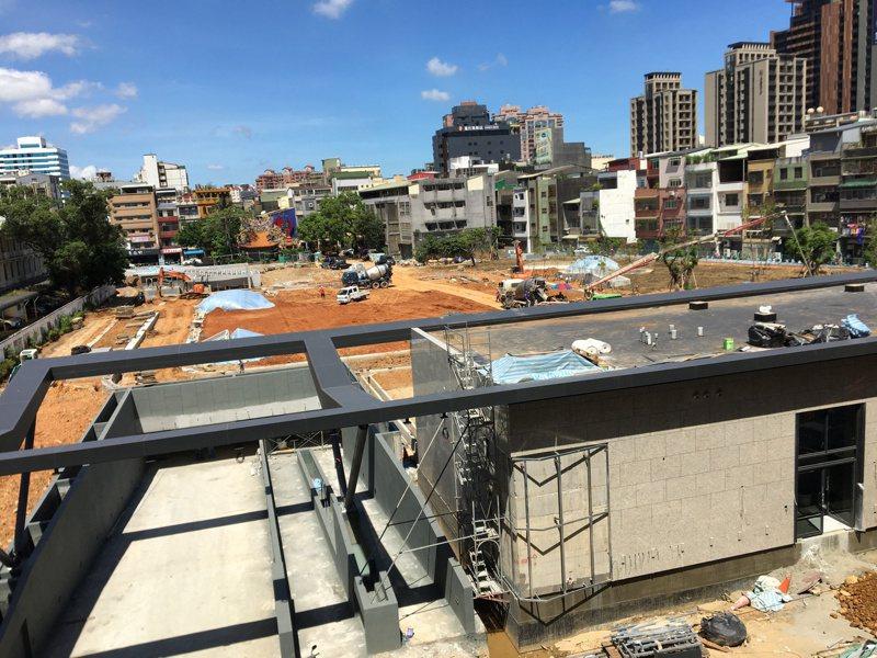 桃園區文昌公園地下停車場工程興建中,預計今年第3季啟用,將提供317個停車位。記者張裕珍/攝影
