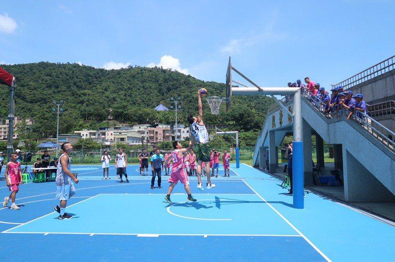 蘇澳鎮立運動公園斥資6250萬元大改造,新設的國際籃總認證籃球場昨天啟用。圖/蘇澳鎮公所提供