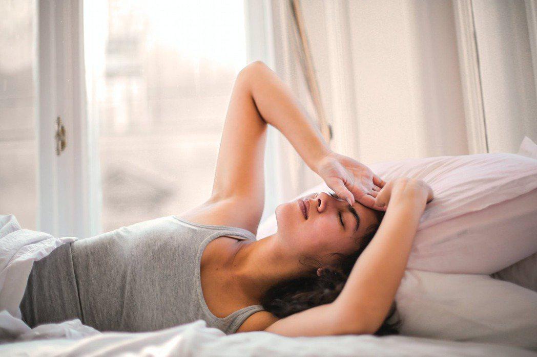 熟齡族伴隨年紀增長,失眠、老花眼和肩頸痠痛的症狀日益明顯,中醫會利用針灸按摩,刺...