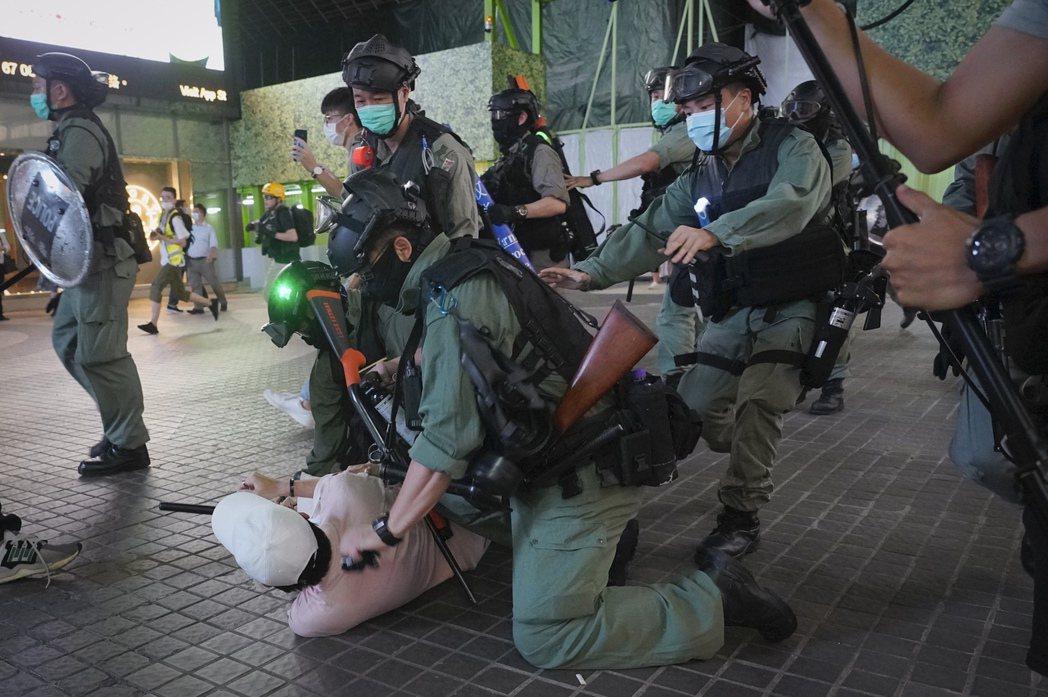 此後香港不只是「港共治港」、「黑警治港」,更將被捲入中共「國安治港」之漩渦。 圖/美聯社