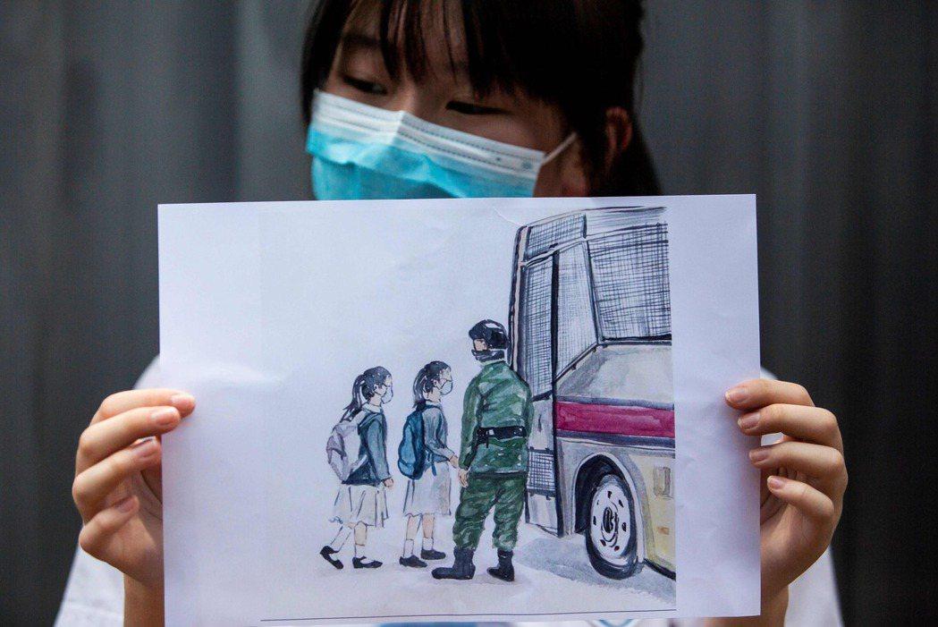 敦促、撤回等等道德訴求,或者揚言懲罰中共、接納香港移民,對於熱鍋上的香港而言緩不濟急。 圖/法新社