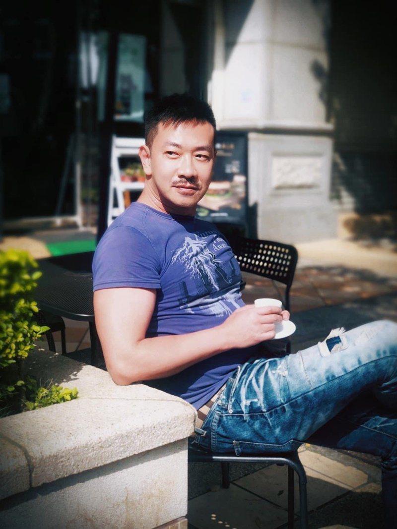 圖/摘自臉書 江俊翰經過結石痛苦,現在更懂得健康的重要性。