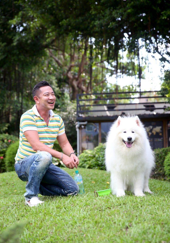江俊翰和愛犬愛美麗。 圖/余承翰 攝影