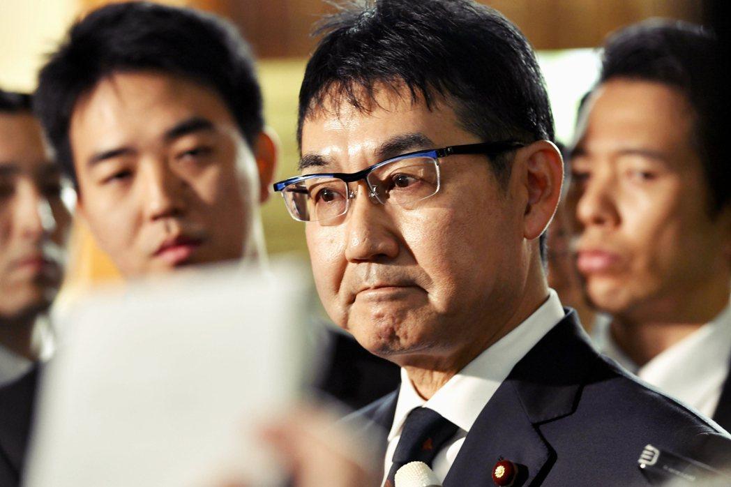 自民黨內部從16日河井夫妻辭去黨籍、到18日逮捕,私下都向外界釋出強烈不安感,擔...