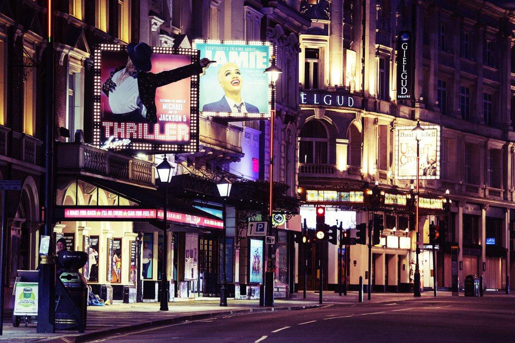 從3月封城以來被迫關閉的娛樂場所——劇場——在重啟之日進入倒數階段的此刻,仍有重...
