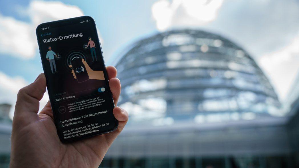 圖為德國政府開發的新冠肺炎示警App。歐新社
