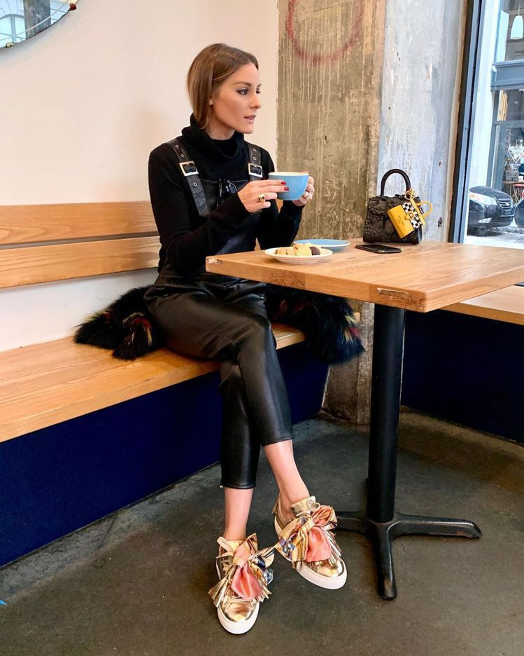 Olivia Palermo選用紐約計程車遮的Les Miniatures包款裝...