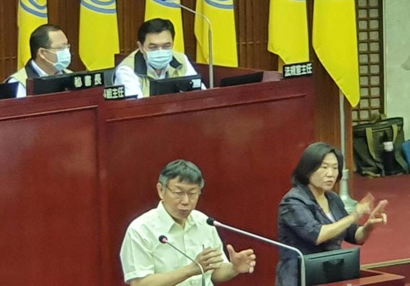 台北市長柯文哲昨赴議會針對YouBike2.0、建物公安、重大公共建設執行進度進行專案報告。記者楊正海/攝影
