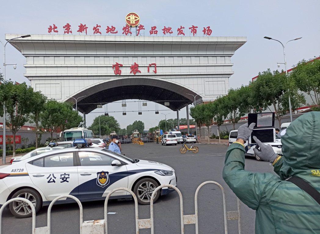 受北京疫情影響,民眾對生鮮肉品、特別是海鮮感到恐懼。北京感染科專家王貴強今天強調...