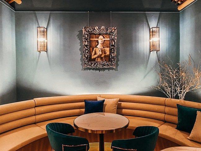 Lounge內陳列著主理人的藝術收藏。圖/CEO1950總裁藝文空間提供