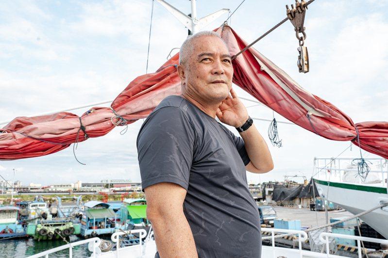 身為第二代討海人,林進龍生命裡遭遇最大的風浪,卻不在海上。 圖/鄭良寬提供
