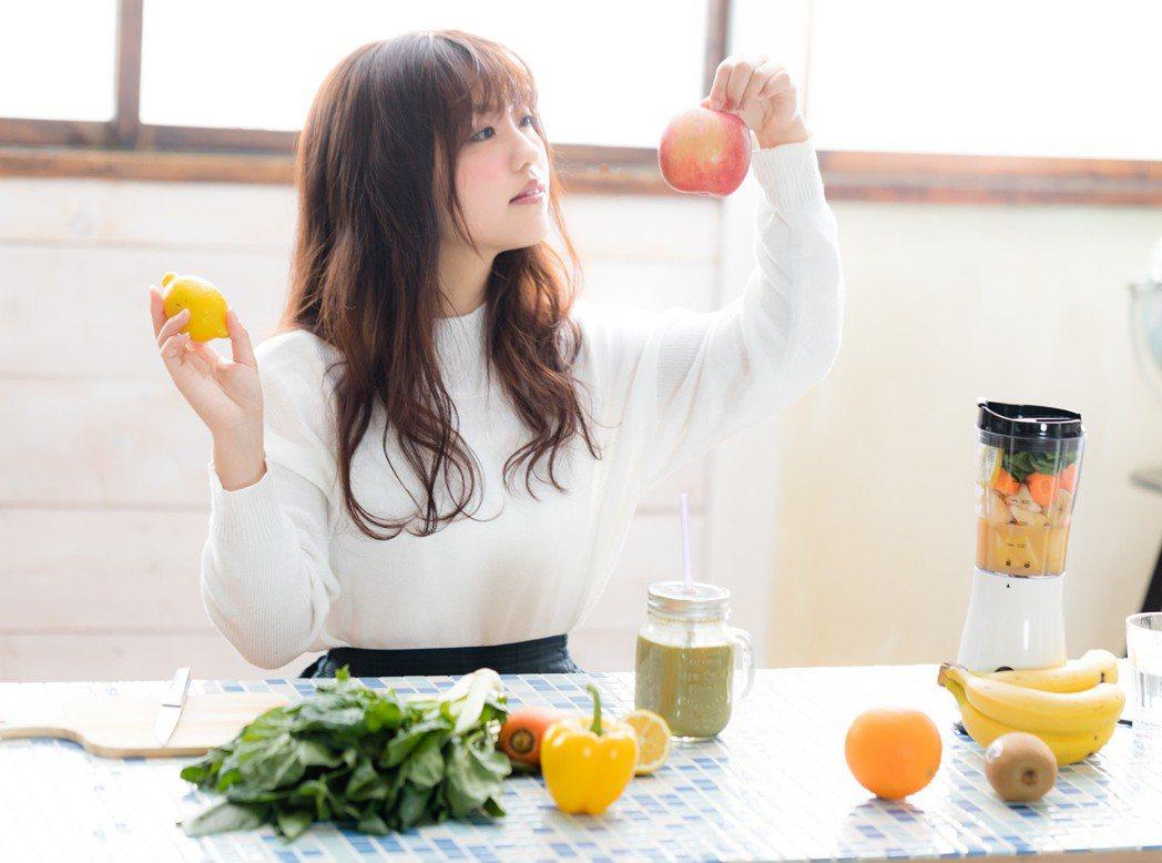 飲食均衡,才能養出好肌膚,辛辣、油炸都是痘痘長出來的根源。圖/摘自pakutas...