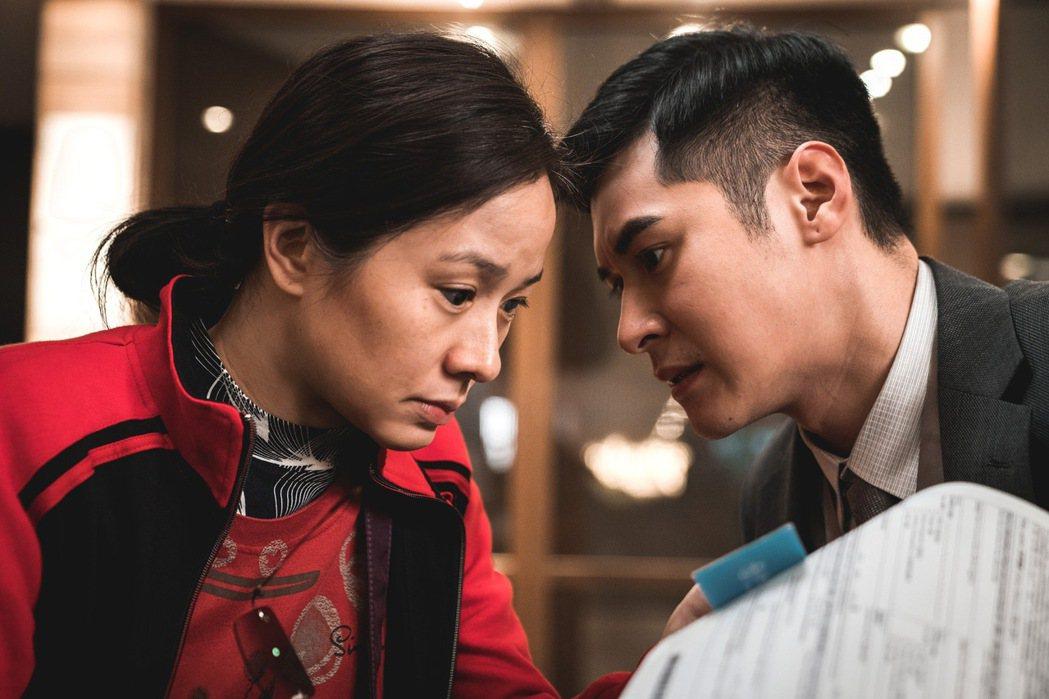 林嘉欣(左)、陳家樂(右)在「死因無可疑」飽受黃秋生折磨。圖/華映提供