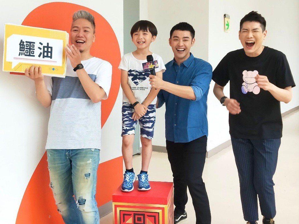潘柏希(右)、王宥謙大小「加烈」一起接受「娛樂超skr」台語考驗。圖/民視提供