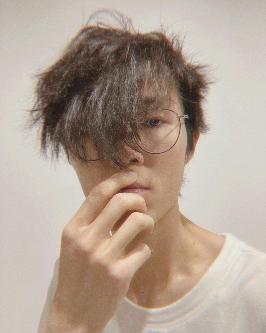 方大同宅家半年沒剪頭髮,催生新歌「頭髮有點長」。圖/賦音樂提供
