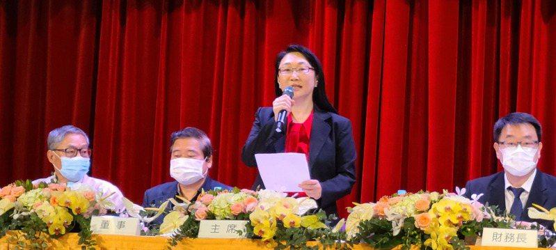 宏達電董事長王雪紅(右二)主持股東會。記者何佩儒/攝影