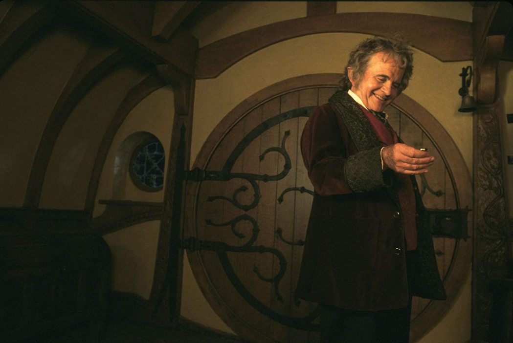 「魔戒」中的哈比人長輩,是伊恩荷姆又一膾炙人口的演出。圖/摘自imdb