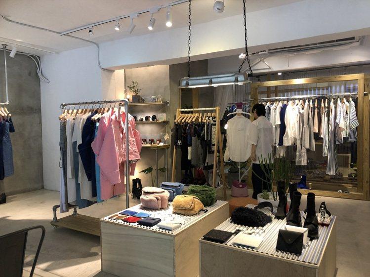 「JWH House」陳列了品牌迄今超過15個季度的服裝、配件。記者楊詩涵/攝影