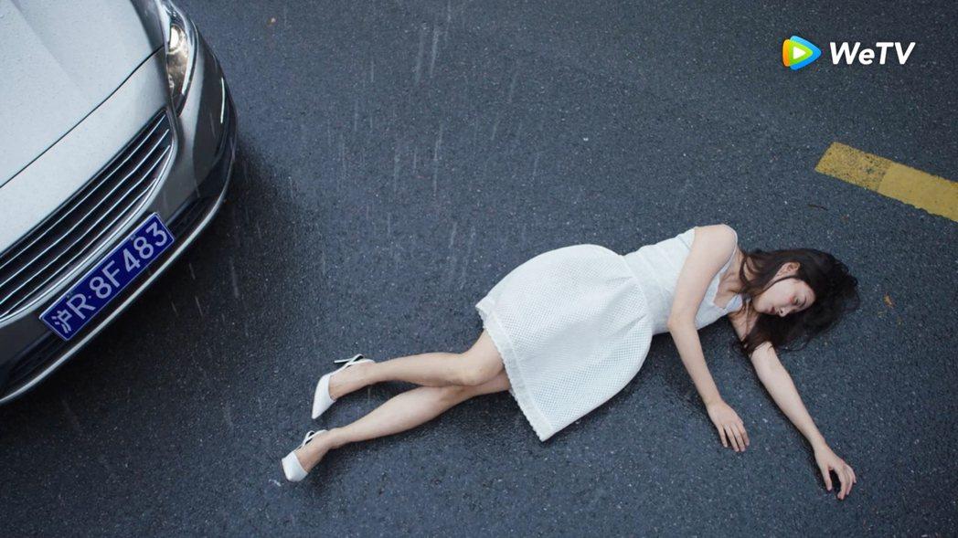 梁潔在「你是我的命中註定」被車撞流產。圖/WeTV提供