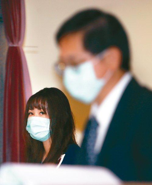 和碩昨天舉行股東會,董事長童子賢女兒童愛琳(左)首次出席,引人注目。記者蘇健忠/攝影