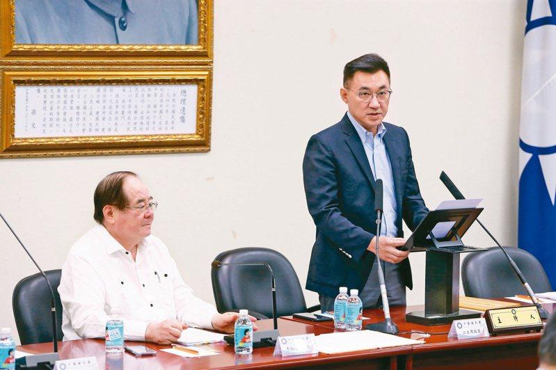 國民黨主席江啟臣(右)昨說,黃健庭若出任監院副院長,會依黨紀相關辦法處理。圖/聯合報系資料照片