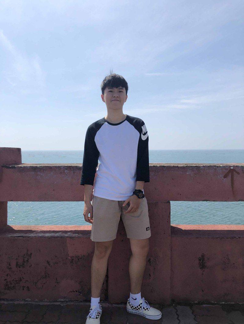 王曼臻準備國營事業考試半年,每天規律運動,意外瘦了廿公斤。圖/王曼臻提供