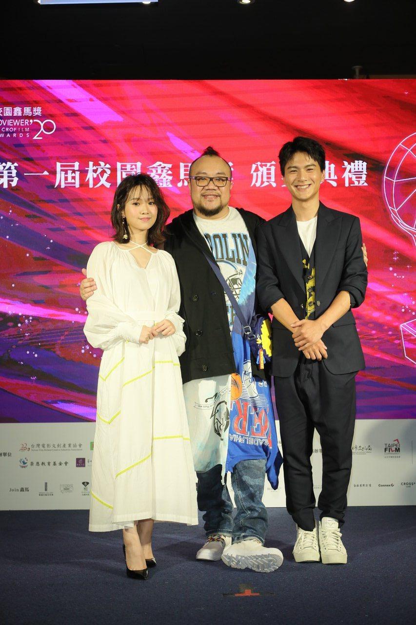 嚴正嵐(左)、葉天倫與李冠毅。圖/校園鑫馬獎執行委員提供
