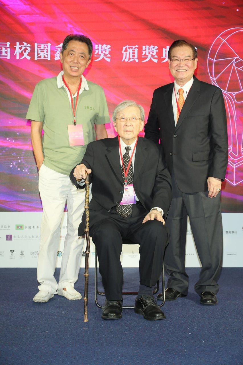 朱延平(左起)、李行導演、陳志寬主席。圖/校園鑫馬獎執行委員提供
