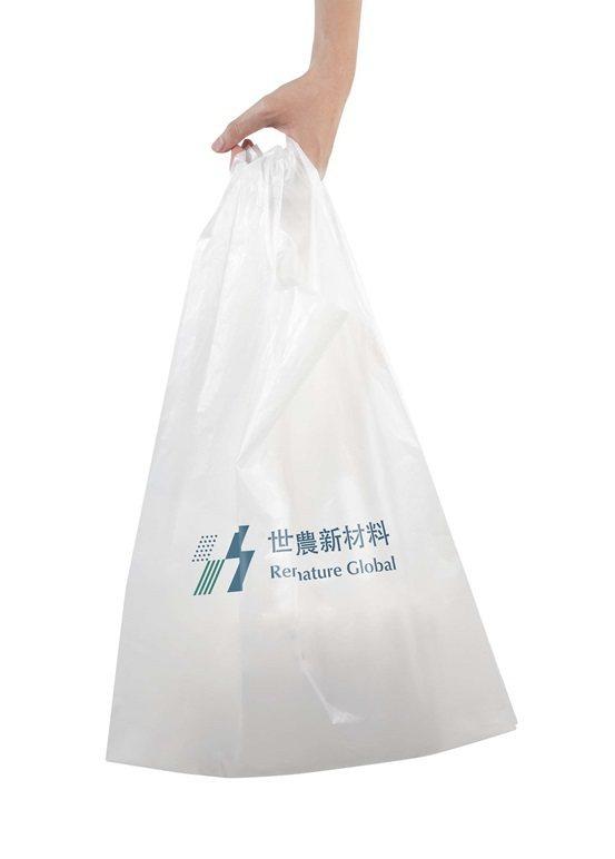 世農公司生產的購物袋,耐重可達6公斤。 世農新材料/提供