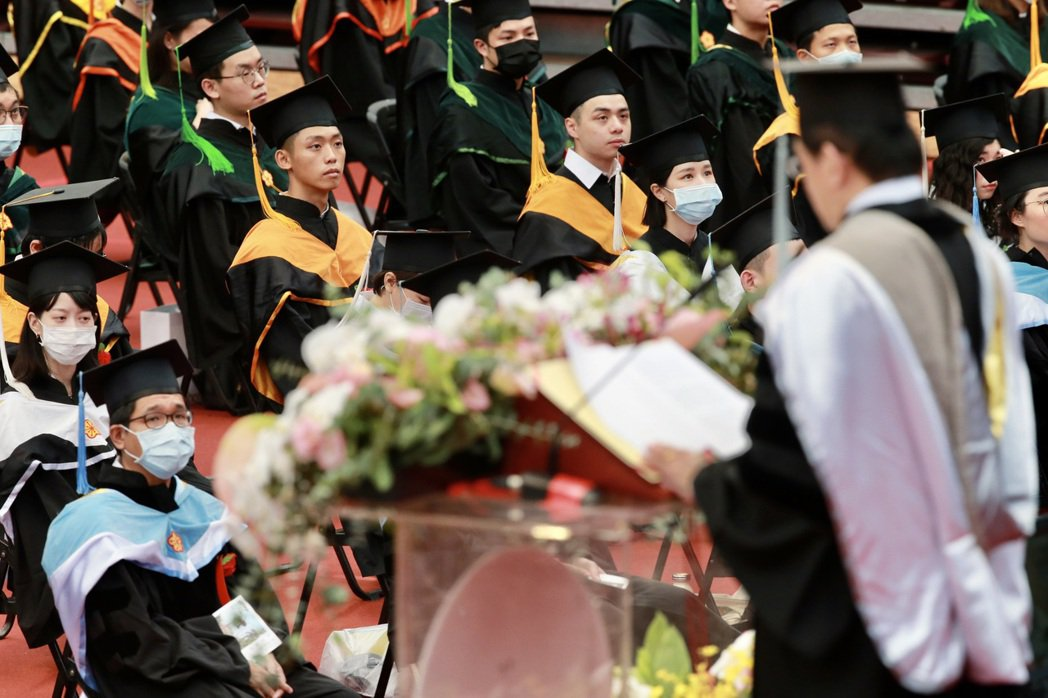 每年畢業季來臨,都會讓失業率攀升。 圖/報系資料照
