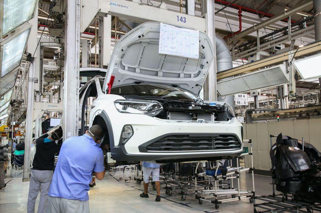 全新Volkswagen Nivus是福斯首款由巴西廠100%開發的新車。 摘自...
