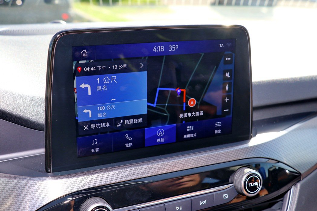 EcoBoost 180旗艦型也搭載著SYNC 3娛樂通訊整合系統(內建中文聲控...