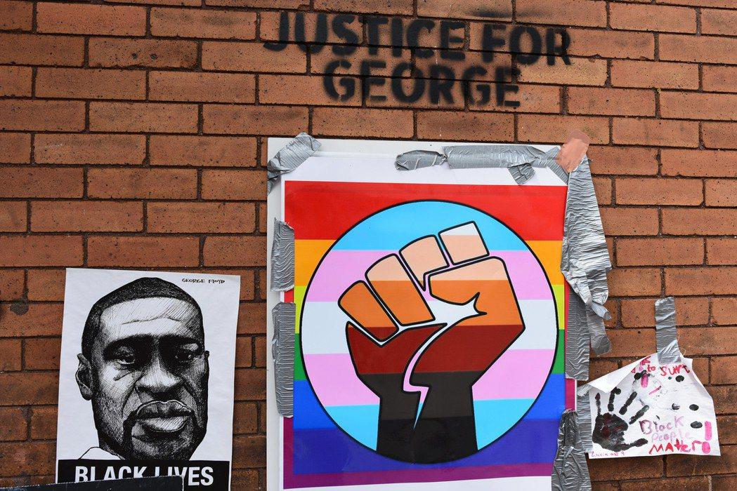 被警察以膝壓頸而亡的非裔美人喬治.佛洛依德之死,再度觸動美國最敏感的種族神經。黑...