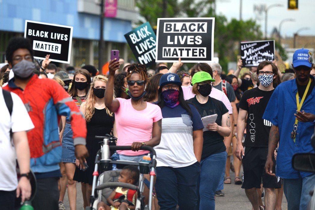 美國黑人佛洛依德之死,引爆大規模的示威抗議活動,「Black Lives Mat...